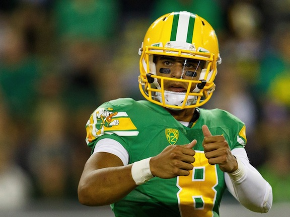Marcus Mariota and the Oregon Ducks must avenge their only defeat this season to win the Pac-12 title. (AP photo)